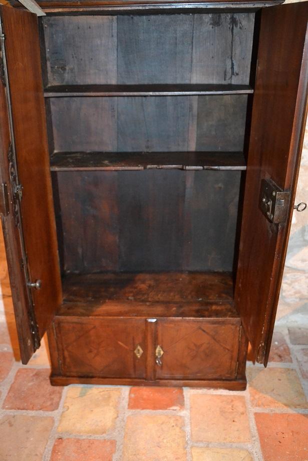 infos secrets du salon d 39 antiquit de la cave au grenier. Black Bedroom Furniture Sets. Home Design Ideas